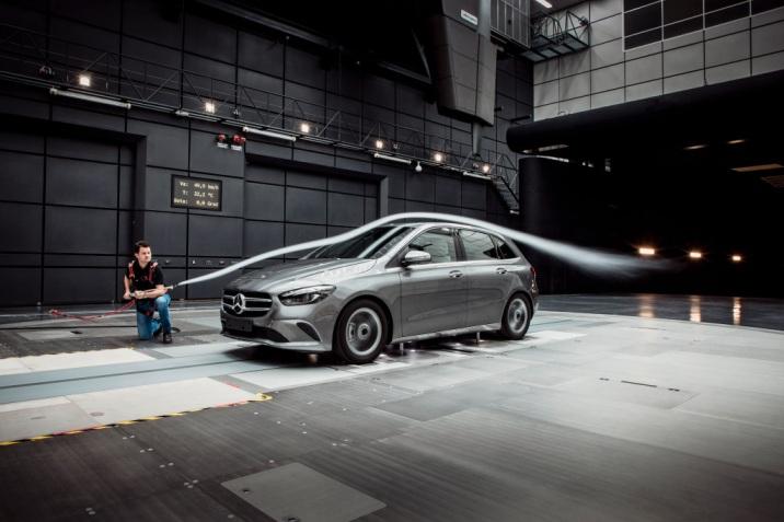 Mercedes-Benz B-Klasse Aerodynamik Test im Windkanal Mercedes-Benz B-Class aerodynamic test in the wind tunnel