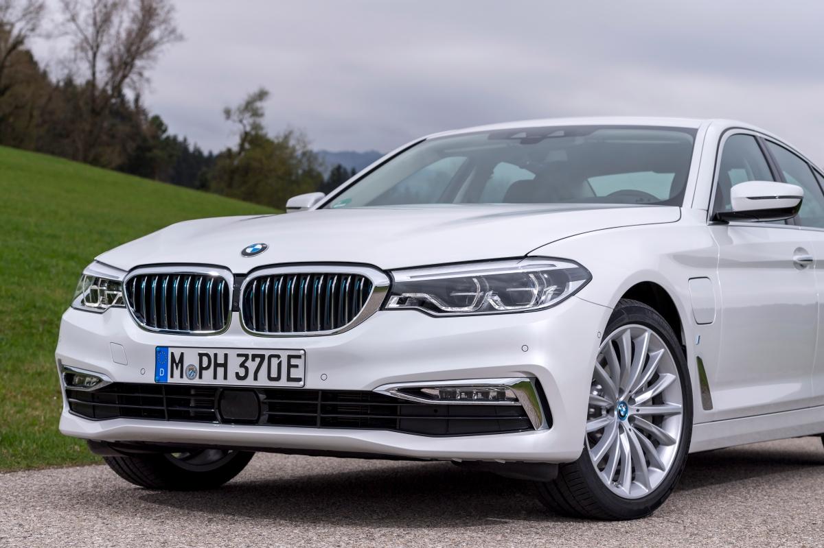 BMW Série 5 ganha versão híbrida no Brasil a 530e M Sport por R$328.950